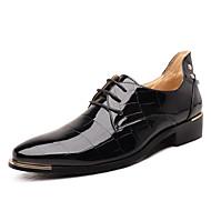 Masculino sapatos Couro Envernizado Primavera Verão Outono Inverno Conforto Sapatos formais Oxfords Cadarço Pregueado Bico Metálico Para