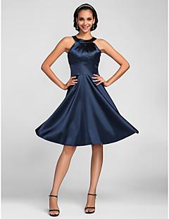 גזרת A עם תכשיטים באורך  הברך סאטן נמתח שמלה לשושבינה  עם בד נשפך בצד על ידי LAN TING BRIDE®