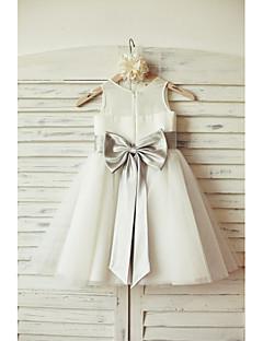une robe à rayures en ligne à une ligne de genou - coupe en mousseline de soie en coton sans manches par thstylee