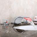 baratos Torneiras de Banheiro-Torneira pia do banheiro - Cascata / LED Cromado Difundido Duas alças de três furosBath Taps / Latão