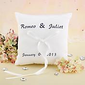 リボン結婚式のパーソナライズエレガントな結婚指輪の枕