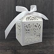 50本のレースの花の結婚式の好意キャンディボックスチョコレートバッグベビーシャワー