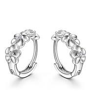 Dames Kristal Oorknopjes Huggie Oorbellen Sterling zilver Kristal Zilver oorbellen Bloem Camellia Dames Modieus Sieraden Zilver Voor Bruiloft Feest Dagelijks / S925 Sterling Zilver