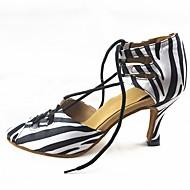 baratos Sapatilhas de Dança-Mulheres Sapatos de Dança Moderna Cetim Sandália / Salto Cadarço Salto Personalizado Personalizável Sapatos de Dança Branco / Preto