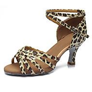 baratos Sapatilhas de Dança-Mulheres Sapatos de Dança Latina Courino Sandália / Salto Presilha Salto Cubano Personalizável Sapatos de Dança Prateado / Leopardo /