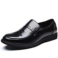 Muškarci Cipele Mekana koža Proljeće Jesen Udobne cipele Natikače i mokasinke Izbočene zakovice za Ured i karijera Zabava i večer Crn