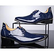 tanie Small Size Shoes-Męskie Komfortowe buty Skóra patentowa Jesień / Zima Oksfordki Spacery Czarny / Czerwony / Niebieski / Obuwie w stylu wojskowym