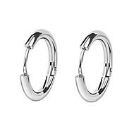 בגדי ריקוד נשים טבעות חישוקים Huggie Earrings פלדת טיטניום עגילים נשים פשוט ארופאי אופנתי תכשיטים שחור / כסף עבור קזו'אל יומי