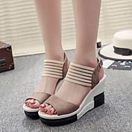 baratos Sapatos Femininos-Mulheres Calcanhares Pele Nobuck Verão Conforto Sandálias Salto Plataforma Preto / Castanho Escuro / Khaki