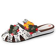 Χαμηλού Κόστους Γυναικεία Τσόκαρα & Μιουλ-Γυναικεία Παπούτσια PU Καλοκαίρι Λουράκι στη Φτέρνα Σαμπό & Mules Περπάτημα Επίπεδο Τακούνι Ανοικτή μύτη Καρφιά Λευκό / Μαύρο