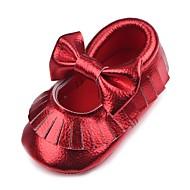 baratos Sapatos de Menina-Para Meninas Sapatos Courino Outono Conforto / Primeiros Passos / Sapatos de Berço Rasos Mocassim para Bebê Dourado / Branco / Vermelho