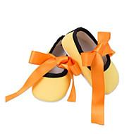 baratos Sapatos de Menina-Para Meninas Sapatos Algodão Outono & inverno Conforto / Primeiros Passos Rasos Laço para Bebê Vermelho Escuro / Branco / azul / Branco e Verde