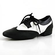 billiga Dansskor-Herr Moderna skor Läder Sneaker Tvinning Platt klack Dansskor Svart / Vit