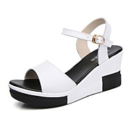 בגדי ריקוד נשים PU קיץ ספורטיבי / יום יומי סנדלים עקב טריז לבן / שחור