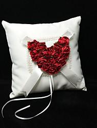anel travesseiro em cetim de marfim com vermelho rosa cerimônia de casamento do coração