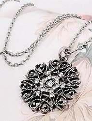 Недорогие -Жен. Синтетический алмаз Ожерелья с подвесками / Кулоны - Цветы и растения На каждый день, Мода Черный, Серебряный Ожерелье Бижутерия Назначение Повседневные