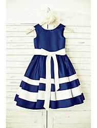 une robe à rayures en ligne à une ligne de genoux - t-shirt manches sans manches avec ruban par thstylee