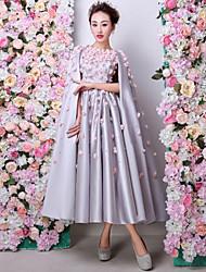 abordables -Trapèze Bijoux Longueur Genou Satin Charmeuse Soirée Formel Robe avec Fleur(s) Détail Perle par Huaxirenjiao