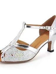 preiswerte -Damen Schuhe für den lateinamerikanischen Tanz Kunstleder Sandalen Schnalle Maßgefertigter Absatz Maßfertigung Tanzschuhe Grau / Silber /