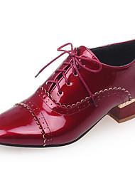 preiswerte -Damen Schuhe Kunstleder Frühling Herbst Niedriger Heel Schnürsenkel für Normal Büro & Karriere Kleid Weiß Schwarz Rot Mandelfarben