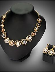 Недорогие -Жен. Комплект ювелирных изделий - Мода Включают Ожерелье / серьги Золотой Назначение Свадьба Для вечеринок / Серьги / Ожерелья