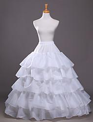 glisse un slip en polyester avec des accessoires de mariage
