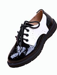 baratos -Unissex Sapatos Couro Envernizado Inverno Primavera Verão Outono Conforto Rasos Sem Salto Dedo Apontado Cadarço para Casamento Casual