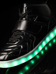 baratos -Homens sapatos Couro Primavera Outono Conforto Tênis com LED Tênis Cadarço Colchete LED para Atlético Casual Ao ar livre Branco Preto