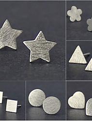 Mulheres Brincos Curtos Básico Estilo simples Moda bijuterias Prata Chapeada Forma Redonda Quadrado Formato de Flor Estrela Triangular
