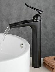 Недорогие -Ванная раковина кран - Водопад Начищенная бронза Настольная установка Одной ручкой одно отверстиеBath Taps
