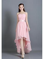 Linha A Decote Princesa Assimétrico Chiffon Vestido de Madrinha com Pregueado Faixa / Fita de LAN TING BRIDE®
