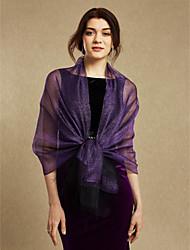 Donne avvolgono seta di seta di seta di scialle / nappe di sera