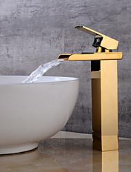 Недорогие -Ванная раковина кран - Водопад Золотой По центру Одной ручкой одно отверстиеBath Taps