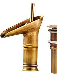По центру Керамический клапан Одной ручкой одно отверстие Старая латунь , Ванная раковина кран
