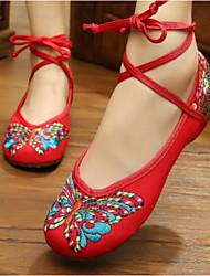 Недорогие -Для женщин Обувь Ткань Полотно Лето На плоской подошве Удобная обувь На плокой подошве Закрытый мыс для Повседневные Черный Красный