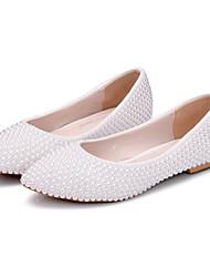 preiswerte -Damen Schuhe PU Frühling Herbst Komfort Neuheit Hochzeit Schuhe Spitze Zehe Perle Für Hochzeit Party & Festivität Weiß