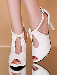 Недорогие -Жен. Полиуретан Лето Удобная обувь Обувь на каблуках На шпильке Открытый мыс Белый / Черный / Бежевый