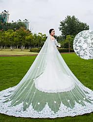 1 strato Veli da sposa Velo lungo (a terra) Velo lungo (con strascico) Con Lustrini Motivo floreale di perle Di pizzo Tulle