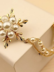 Femme Broche Perle imitée simple Elégant Perle Alliage Bijoux Pour Quotidien Cérémonie