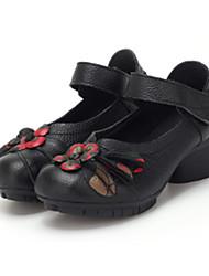 Feminino Sapatos Pele Real Pele Primavera Outono Conforto Saltos Salto Baixo Ponta Redonda para Casual Preto Vermelho