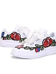 abordables -Femme Chaussures Polyuréthane Printemps Confort Basket Marche Talon Plat Bout fermé Blanc / Noir