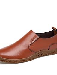 baratos -Homens Sapatos de Condução Tule / Pele Primavera / Outono Conforto Mocassins e Slip-Ons Preto / Marron