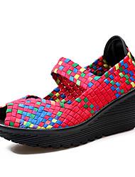 Недорогие -Жен. Обувь Полиуретан Весна Осень Удобная обувь Сандалии Туфли на танкетке Открытый мыс для на открытом воздухе Оранжевый Лиловый