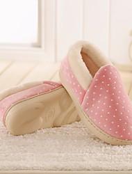 preiswerte -Unisex Schuhe Beflockung Winter Komfort Slippers & Flip-Flops Flacher Absatz Geschlossene Spitze für Normal Grau Kaffee Rot Grün Rosa