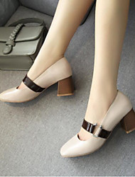 preiswerte -Damen Schuhe PU Frühling / Herbst Komfort High Heels Blockabsatz Geschlossene Spitze Rosa / Mandelfarben