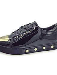 preiswerte -Damen Schuhe PU Frühling Herbst Komfort Sneakers Flacher Absatz für Draussen Weiß Schwarz