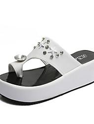 Недорогие -Жен. Обувь Резина Лето Удобная обувь Сандалии Для прогулок На плоской подошве Белый / Черный