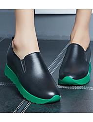 Недорогие -Жен. Обувь Кожа Весна / Осень Удобная обувь Мокасины и Свитер Туфли на танкетке Белый / Черный