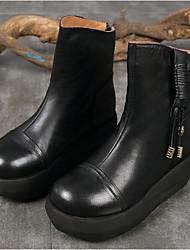 Недорогие -Жен. Обувь Кожа Осень Зима Армейские ботинки Ботинки Туфли на танкетке Круглый носок Сапоги до середины икры для Черный Кофейный