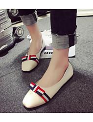 povoljno -Žene Cipele PU Proljeće Jesen Udobne cipele Ravne cipele Niska potpetica za Kauzalni Crn Bijela Badem
